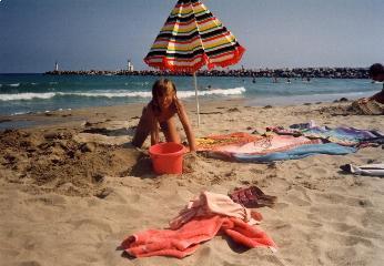 Unmittelbar vor der FKK-Anlage OASIS : Strand und Mittelmeer